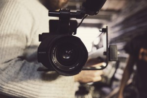 Cámara rodando vídeo corporativo